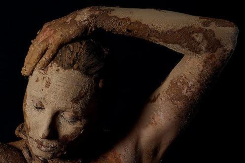 Resultat d'imatges de dona de fang